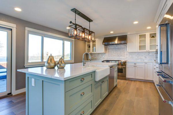 slider-bigstock-Beautiful-Kitchen-Room-With-Gr-237245701